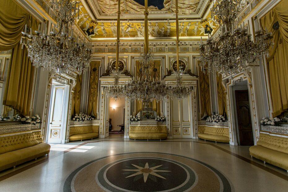 Castello di Corigliano Sala degli specchi